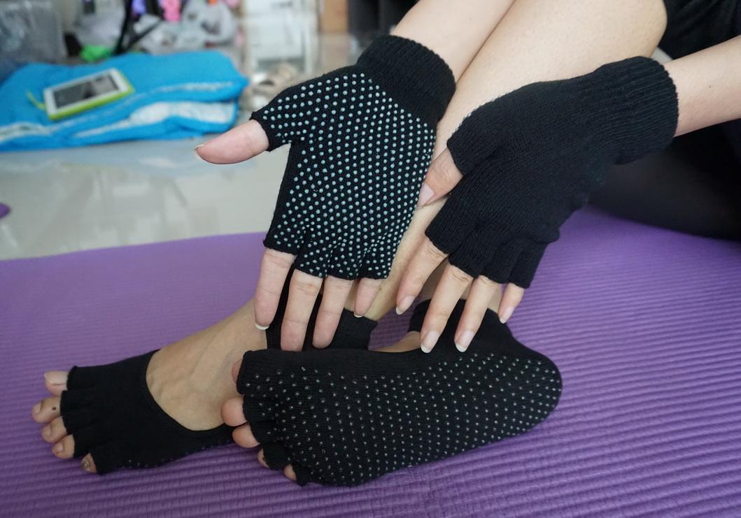 (พร้อมส่ง)YKSM30-4 ถุงมือ ถุงเท้าโยคะ กันลื่น