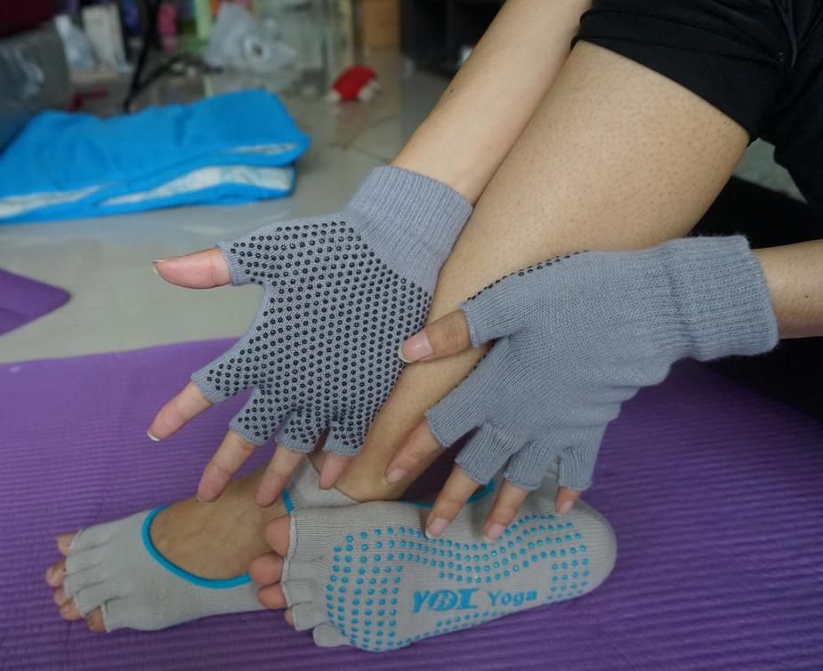 (พรีออเดอร์) ถุงมือ ถุงเท้าโยคะ กันลื่น YKSM30-26