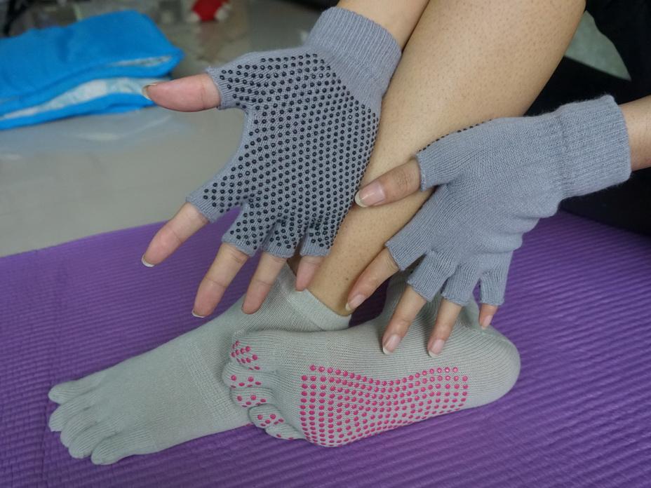 (พร้อมส่ง) YKSM40-1 ถุงมือ ถุงเท้าโยคะ กันลื่น