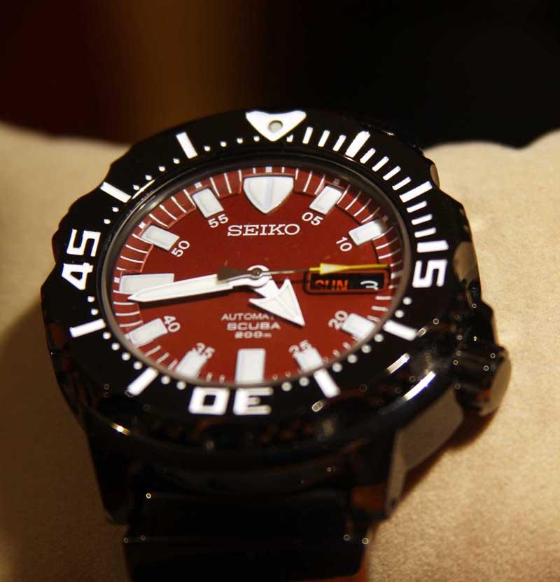 นาฬิกา Seiko Night Monster Red/Black Color SZEN007
