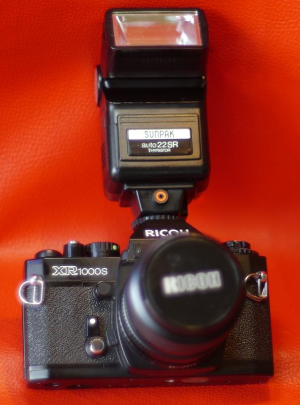 RICOH XR1000S+RICOH RIKENON P ZOOM 28-70MM.F3.5-4.8 MACRO+SUNPAK AUTO 22SR