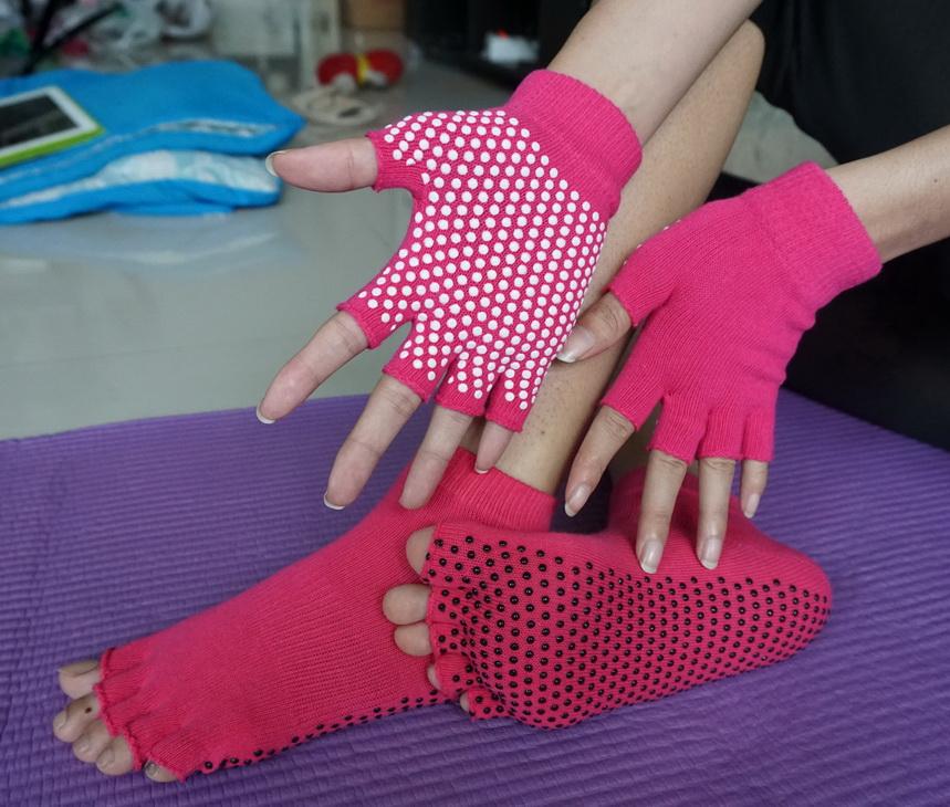 (พร้อมส่ง) YKSM50-1 ถุงมือ ถุงเท้าโยคะ กันลื่น