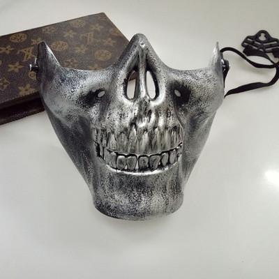 หน้ากาก กะโหลกครึ่งหน้า Cacique Skull สีเงิน