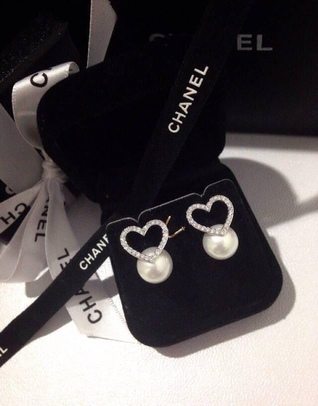 งานน่ารักๆมาพร้อมเสริฟแบ้วจ้าาา ต่างหูหัวใจประดับมุก งานคุณหนูๆ เพชรฝังแบบ Microsetting งานเลอค่า ต้องมีเลยน้าาา!!! ห้ามพลาดเด็ดขาดจ้าาา Grade Jewelry Made in Korea Price : 990฿