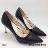 """รองเท้าคัชชู หนังพีวีซีลายจระเข้มี texture ทรงหัวแหลม ดีเทลเรียบๆเล่นลายที่หนัง สูง3""""ใส่แล้วเท้าดูเรียวสวย ใส่ไปเรียนหรือทำงานได้หมดจร้า colour:ดำ/ครีม ไซส์ 36-40 ไซส์ปกติ ราคา 990 บาท ws"""