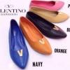 รองเท้าคัชชูส้นแบน Style Valentino วัสดุ หนังนิ่ม ใส่สบายเท้า ด้านหน้าประดับอะไหล่ทองตัว V พื้นปั๊มโลโก้ Valentino งานสวย เก๋ สีสดใส น่าใส่สุดๆจร้า