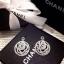 ต่างหูดอกคามิเลีย Signature ตามแบบฉบับแบรนด์ Chanel รุ่นนี้งานสวยมากจริงๆ เพชรแวววาวสวยมากๆ รับรองเลย Cubic Zirconia Diamond Hi-Quality 18KGP Plating Jewelry Design Price : 990฿ thumbnail 2