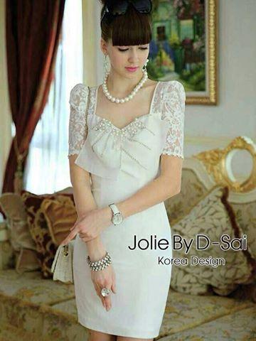 เสื้อผ้าแฟชั่น พร้อมส่ง ชุดเดรสสีขาวเนื้อผ้า Polyester เย็บตัดต่อผ้าลายลูกไม้ช่วงแขน