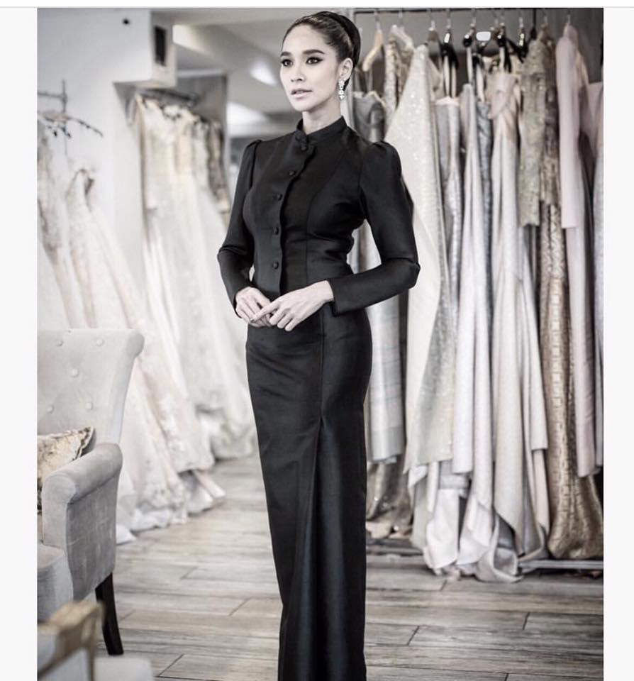 ชุดไทยจิตรลดาตัดเย็บโดยช่างฝีมือมีซับทั้งชุด ใช้ผ้าไหมสองเส้น