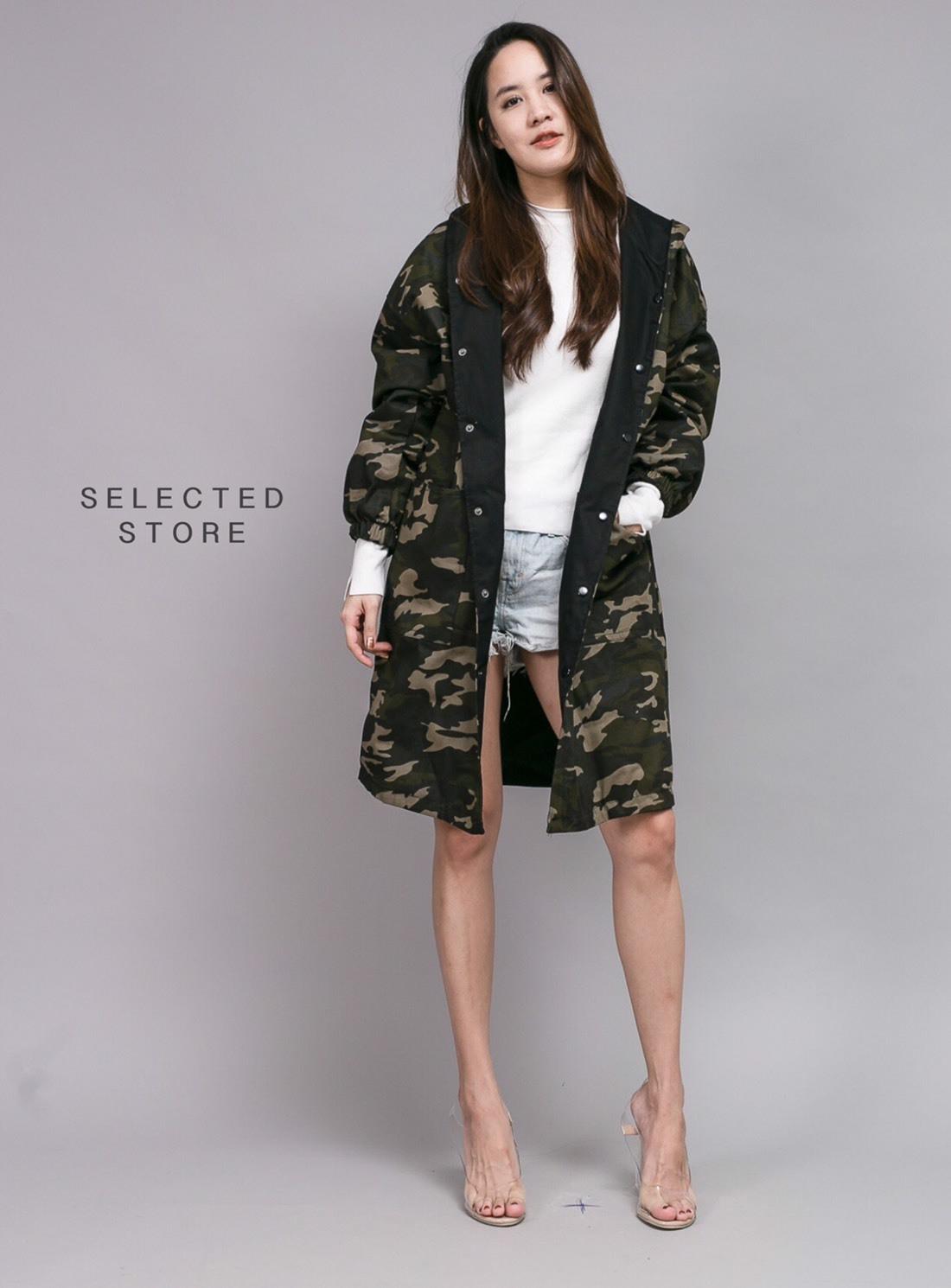 เสื้อผ้าเกาหลีพร้อมส่ง เสื้อโค้ทตัวยาวมีฮู้ด ลายทหารใส่ได้2ด้าน
