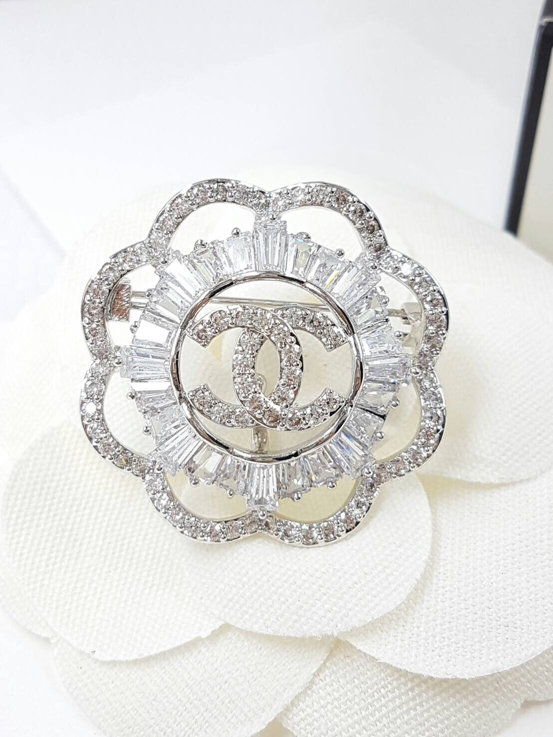 พร้อมส่ง Diamond Chanel Brooch เข็มกลัดชาแนล ทรงกลม