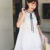 ชุดเดรสเกาหลี พร้อมส่งชุดเดรสแขนกุดโทนชุดสีขาวชุดนี้ใช้เนื้อผ้าเย็บตัดผสม