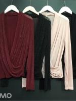 เสื้อผ้าเกาหลีพร้อมส่ง เสื้อแขนยาวทรงไขว้อกเนื้อผ้ากลิตเตอร์
