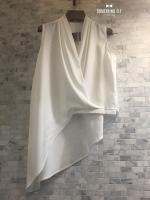 เสื้อผ้าเกาหลีพร้อมส่ง เสื้อแขนกุดสีขาว จับจีบช่วงไหล่