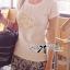 ( พร้อมส่งเสื้อผ้าเกาหลี) เสื้อยืดผ้าผสมปักดอกไม้ ตัวนี้สวยมากค่ะ เป็นเสื้อยืดทรงคลาสสิกแบบเรียบๆ แต่มีลูกเล่นที่ลายกลางเสื้อ ประดับผ้าม้วนเป็นรูปดอกไม้ ปักประดับมุก สวยมากๆ thumbnail 1