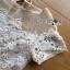 ชุดเดรสเกาหลี พร้อมส่งเดรสผ้าลูกไม้ตกแต่งผ้าออร์แกนซ่าสีขาวครีมสไตล์เฟมินีน thumbnail 10