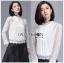 เสื้อผ้าเกาหลีพร้อมส่ง เสื้อผ้าลูกไม้สีขาวสไตล์เบสิกตกแต่งผ้าแถบ thumbnail 4