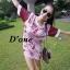 ( พร้อมส่งเสื้อผ้าเกาหลี) Mini Dress Maoklee สีชมพูหวานแหว๋ว รวมรูปอาหารเช้า น่าทานมากๆปลายแขนตัดด้วยสีแดงเหลือดหมูที่ทำจากหนัง PU (เป็นหนังนิ่มๆ) เนื้อผ้าหนานุ่มลายสกรีนตัวนี้คมชัด ชน Shop เลยนะคะ thumbnail 4