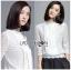 เสื้อผ้าเกาหลีพร้อมส่ง เสื้อผ้าลูกไม้สีขาวสไตล์เบสิกตกแต่งผ้าแถบ thumbnail 3