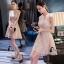 เสื้อผ้าเกาหลีพร้อมส่ง ชุดเดรสลูกไม้ แขนกุดสีครีมเหลือบชมพู thumbnail 3