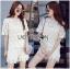 เสื้อผ้าเกาหลี พร้อมส่งเซ็ตเสื้อและกางเกงผ้าลูกไม้ลายดอกเดซี่สีขาว-เหลือง thumbnail 2