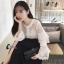เสื้อผ้าเกาหลี พร้อมส่งเสื้อลูกไม้สีขาวล้วนกระดุมหน้า thumbnail 4